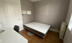 lit et bureau chambre 4